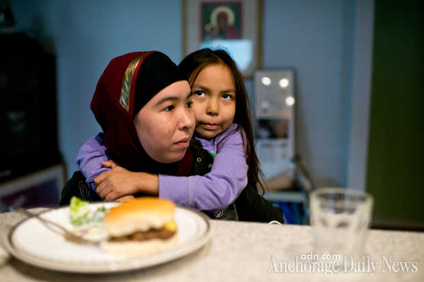 Kellen and her 7-year-old daughter, Deyna Pardue, have dinner. (MARC LESTER — Anchorage Daily News)
